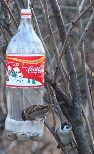 Простая кормушка для птиц своими руками фото